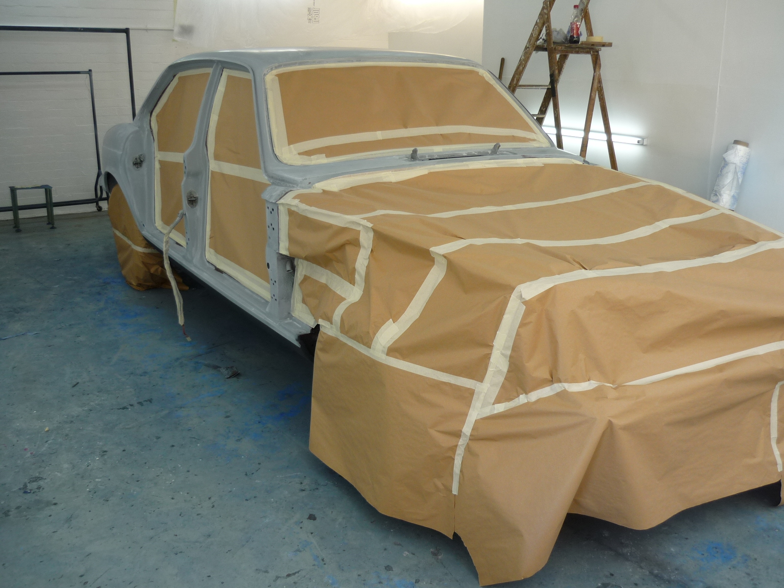 Jaguar XJ6 in Primer