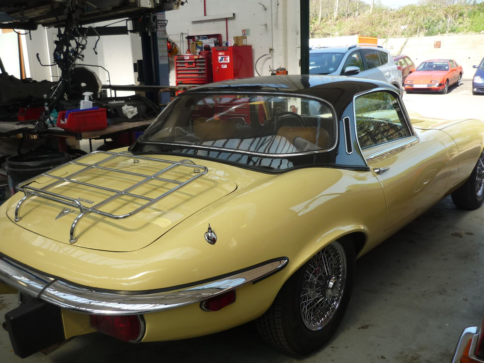 Jaguar E-Type Series 3 re-spray