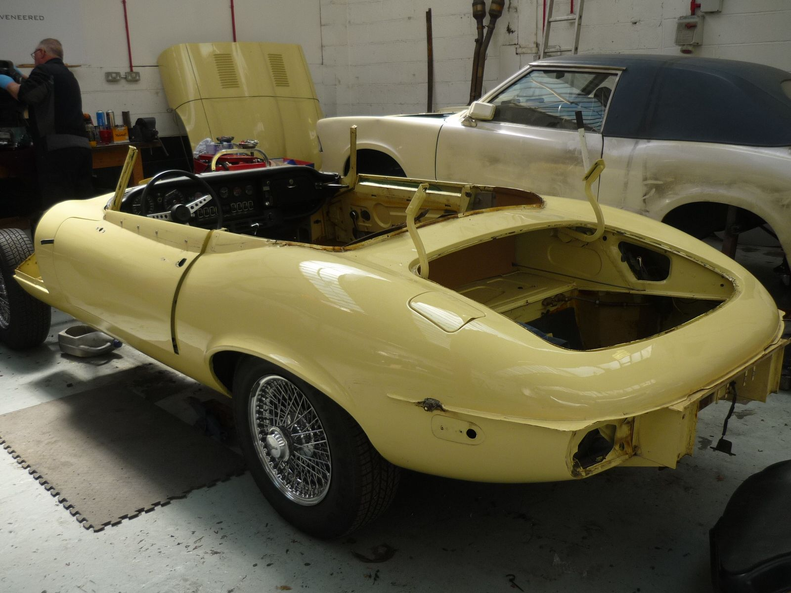 Jaguar E-Type S3 Stripped